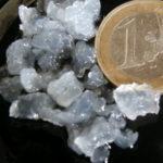 Tibi krystaly srovnané s eurovou mincí