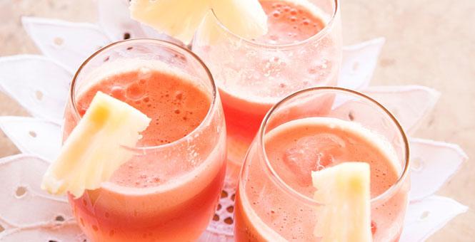 Goji smoothie s ananasem