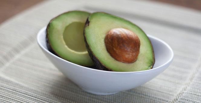 Proteinové Matcha tea smoothie s avokádem