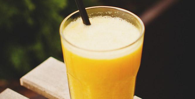 Citronové smoothie se zázvorem a kurkumou