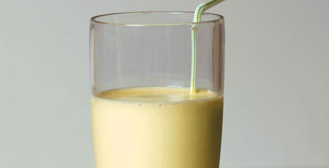 Salátové smoothie s banánem